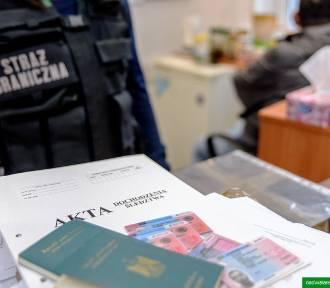 Przebywali w Polsce nielegalnie, fałszowali dokumenty pobytowe. Dwóch obywateli Egiptu w rękach