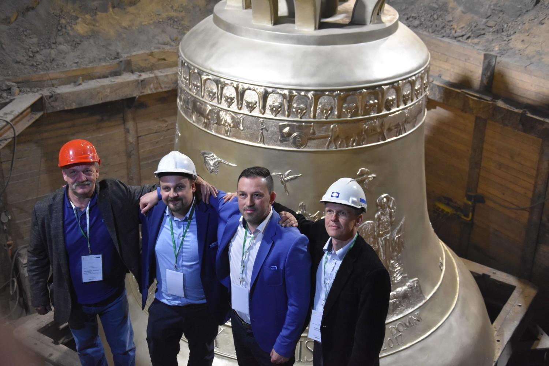 Największy dzwon świata odsłonięty! Vox Patris to dzieło firmy spod Rybnika i ludwisarzy z Przemyśla
