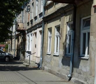Zduńska Wola. Miasto wyremontuje pięć kamienic przy Sieradzkiej. Wybrano wykonawcę