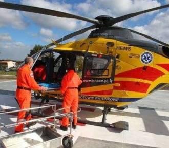 59-latek zraniony w szyję piłą motorową zabrany śmigłowcem do szpitala