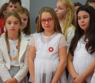 """Nowy Dwór Gdański. Uczniowie """"dwójki"""" opowiedzieli o drodze do niepodległości"""