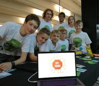 """Uczniowie stworzyli grę komputerową o nietolerancji i internetowym """"hejcie""""."""