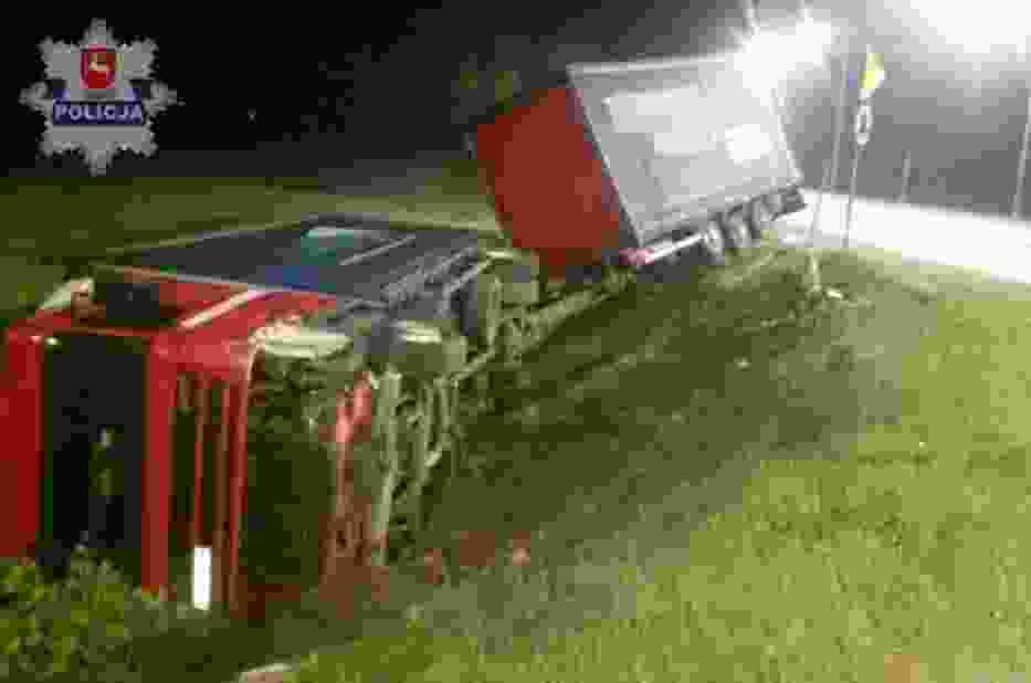 Kierowca tira jadąc obwodnicą miasta zasnął za kierownicą