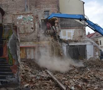 Tarnów. Wyburzyli kamienicę, żeby odsłonić XVI-wieczną półbasztę [ZDJĘCIA, WIDEO]