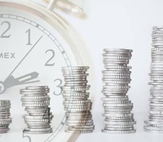 Średnia krajowa. Jak zmieniało się przeciętne wynagrodzenie w Polsce?