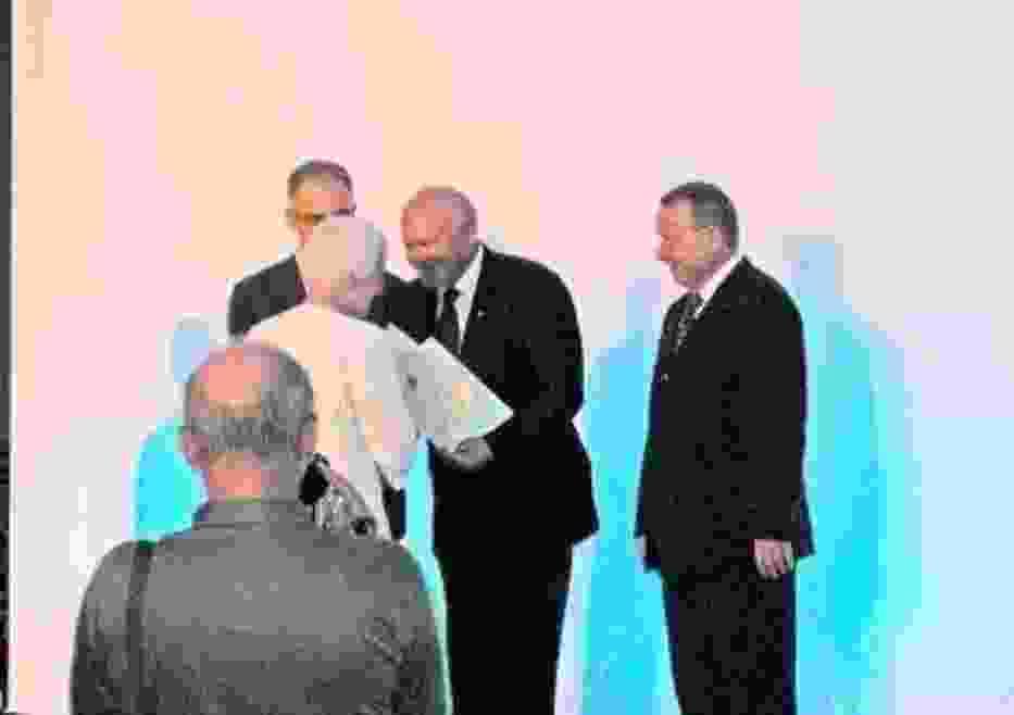 Tytuł odbiera prezes OSM TOP TOMYŚL, E