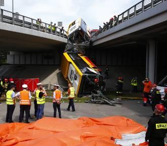 Autobus spadł z mostu trasy S8. Są ofiary śmiertelne