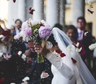 Radziejów. Jeden z gości weselnych zakażony koronawirusem. Wszyscy uczestnicy imprezy objęci