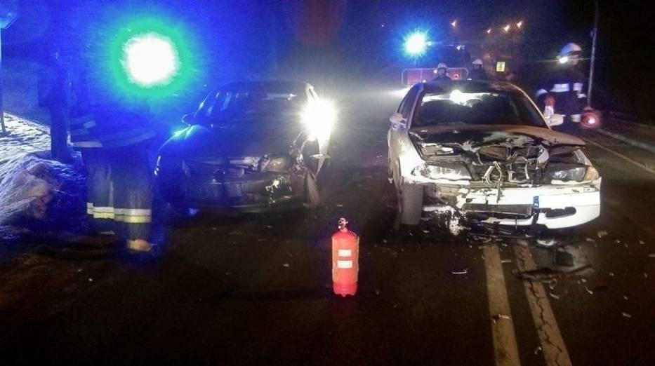 Wypadek wygląda groźnie, ale obaj kierowcy nie doznali w nim poważniejszych obrażeń