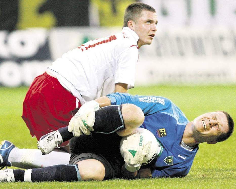 Trener Grzegorz Wesołowski liczy na Łukasza Gikiewicza, który potrafi strzelać gole
