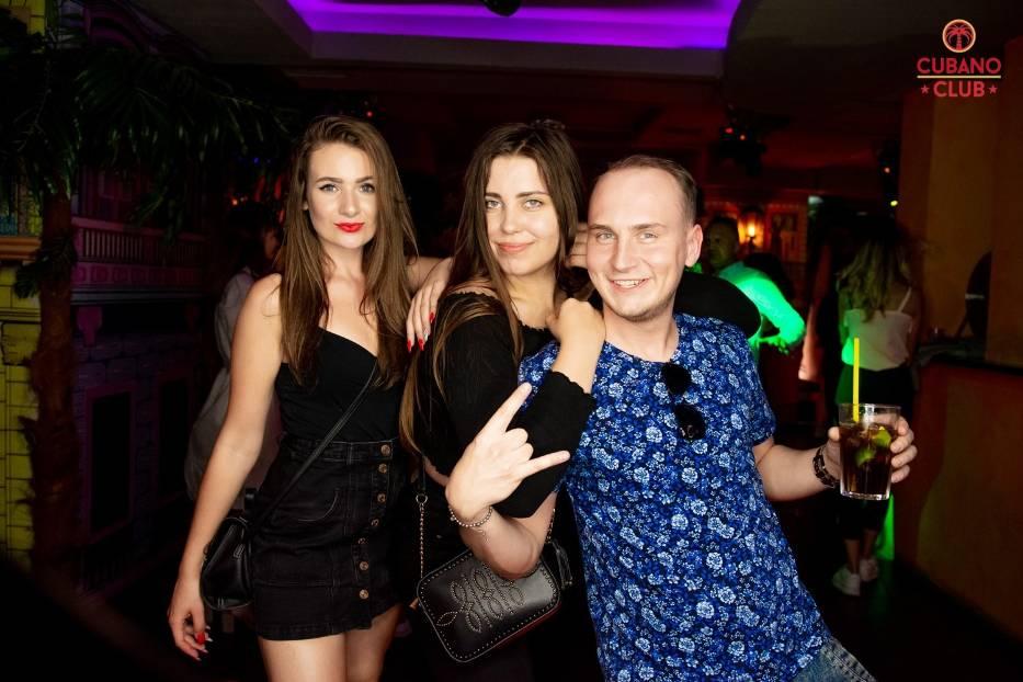 Tegoroczny Adapciak UMK zakończył się imprezą w klubie Cubano! Nowi toruńscy studenci bawili się wraz ze starymi wyjadaczami w  klubie