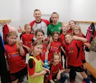 Kaperki Puck - kobieca drużyna piłkarska bierze udział w konkursie