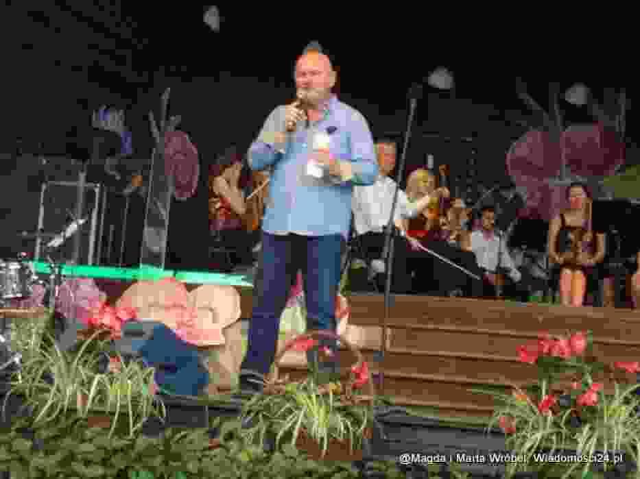 Koncert prowadził Mirosław Satora - prezydent fundacji Pro Omnibus, organizatora festiwalu