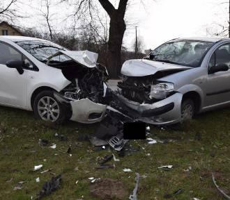 Zderzenie samochodów w Łęgu Tarnowskim. Jedna osoba została ranna [ZDJĘCIA]