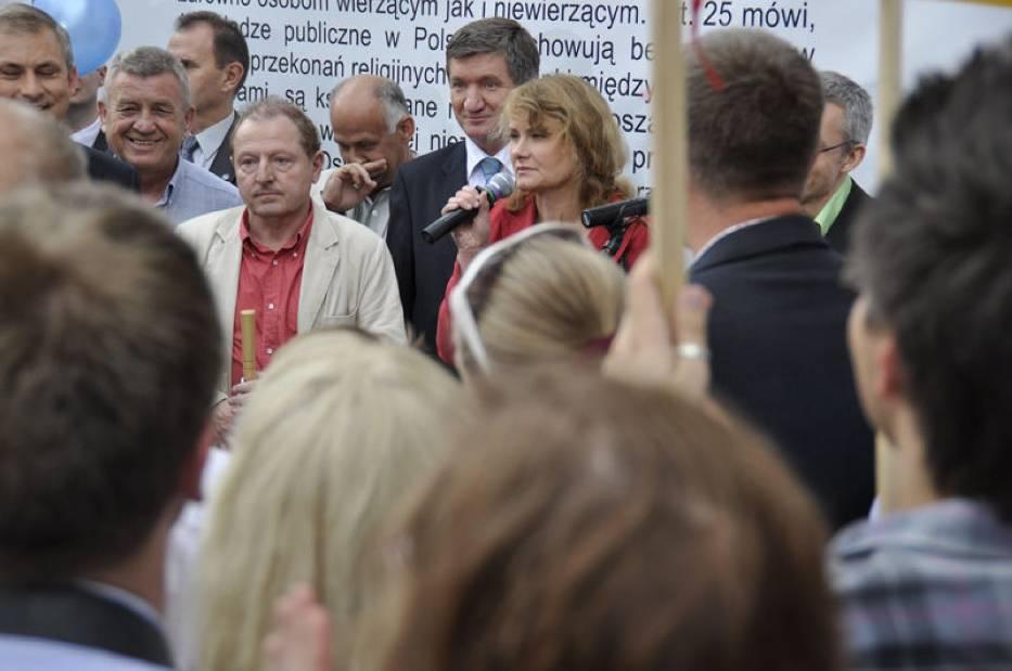 Od lewej: Tadeusz Iwiński (jasna marynarka), Jerzy Wenderlich (ciemna marynarka) i Katarzyna Piekarska