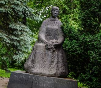 Najbrzydsze pomniki Warszawy. Śmieszą, straszą i szpecą przestrzeń [TOP 10]