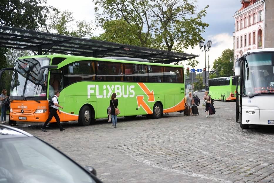 Flixbus daje pracę w Toruniu: 4,5 tys. zł, ale zakaz palenia! Kierowcy są sprawdzani podczas próbnego kursu