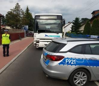 Płot przycisnął mężczyznę! Trzy osoby ranne w dwóch wypadkach na terenie powiatu bełchatowskiego