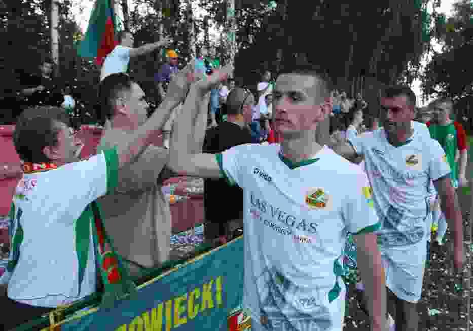 Piłkarze Lechii cieszą się po awansie