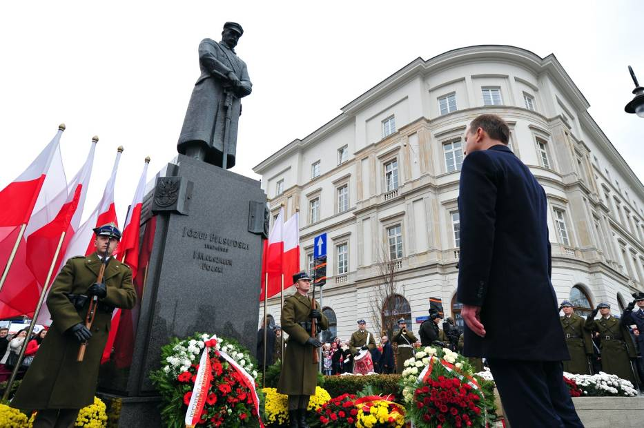 Zmiany w komunikacji miejskiej 11 listopada w Warszawie, zamknięte ulice [MAPA]