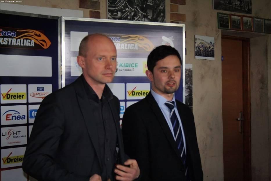 Od prawej: Prezes CKM Włókniarz Częstochowa Paweł Mizgalski oraz prawnik Włókniarza