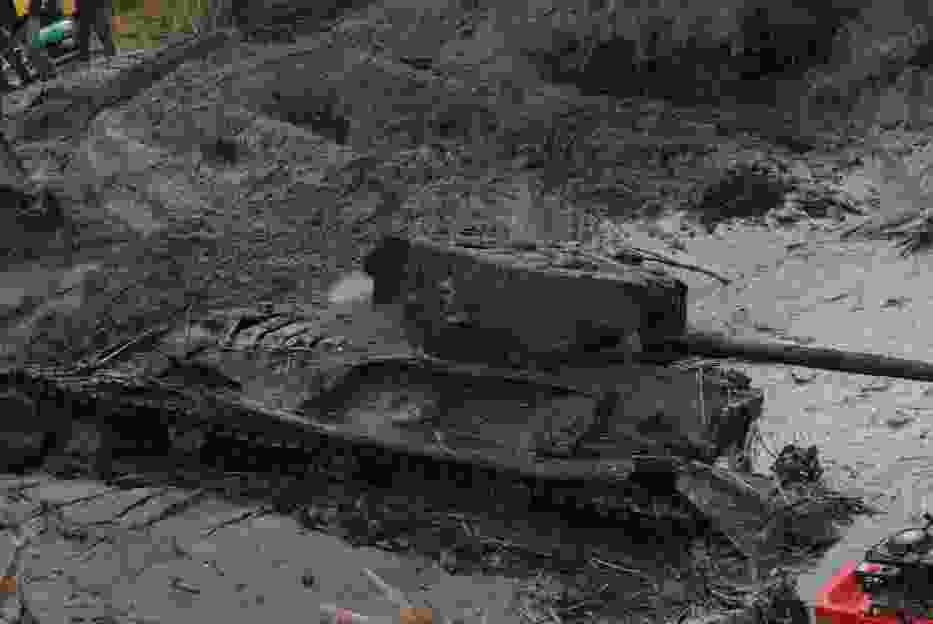 Czołg Valentine z czasów II wojny światowej wydobyty z rzeki Warty