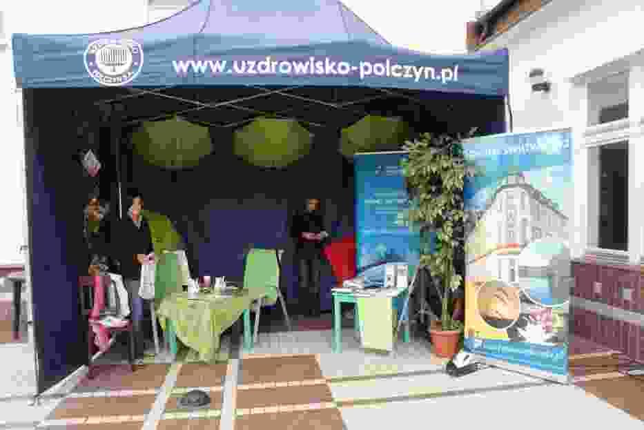 Stoisko Połczyna na kiermaszu dla Forum
