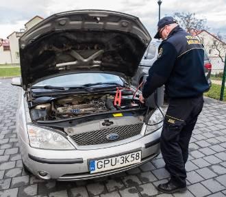 Masz problem, bo zimą nie chce ci odpalić samochód? We Władysławowie pomoże ci Straż Miejska, która