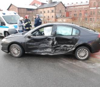 Kolejny atak zimy w powiecie gdańskim. Dwa wypadki, pięć kolizji, uszkodzone dachy i drzewa