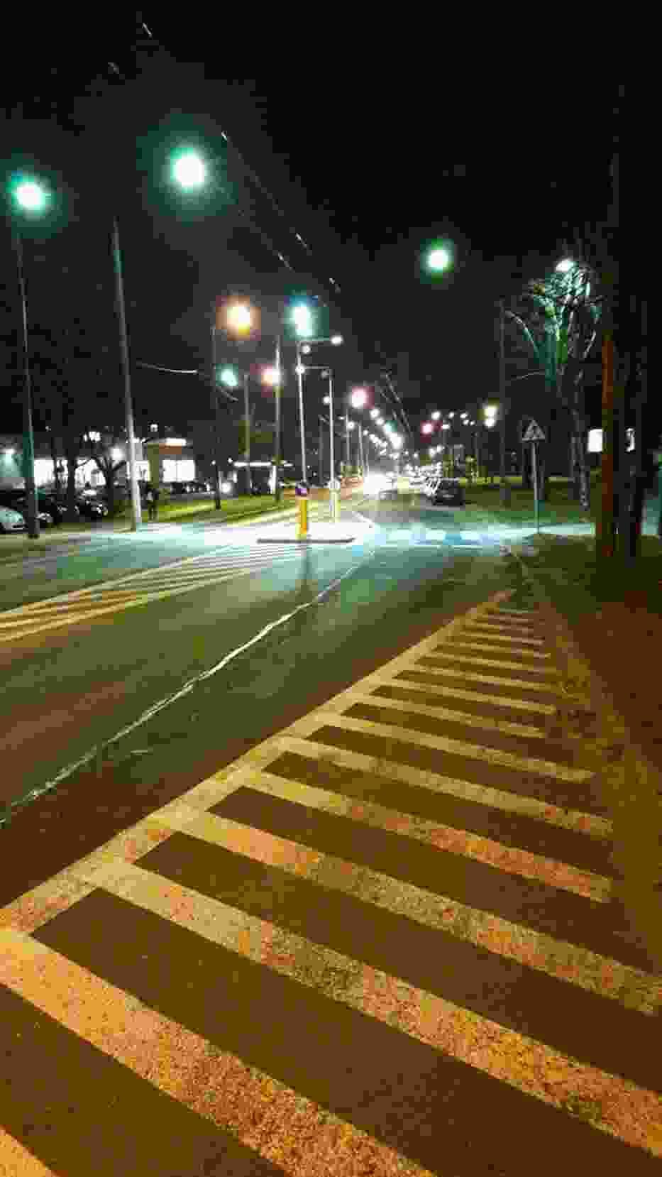 Wertykalne oświetlenie pasów w Tychach