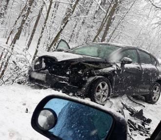 Fatalne warunki na drogach w całym regionie. Uważajcie! [WIDEO/ZDJĘCIA]