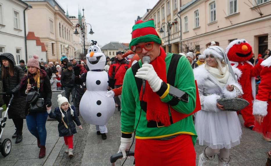 Parada Świętego Mikołaja i świąteczne miasteczko na Rynku w Rzeszowie