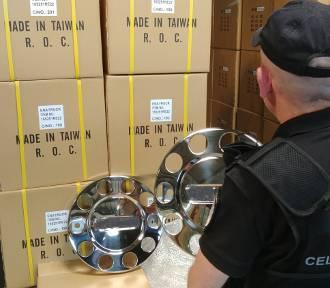 Przejęli w Gdyni kontener z 2,5 tys. podrabianych kołpaków z Dalekiego Wschodu