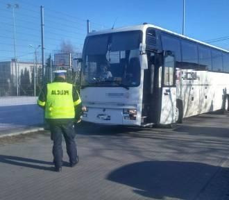 Gdyby nie policjanci z Aleksandrowa Kujawskiego niesprawny autokar zawiózłby dzieci na wycieczkę