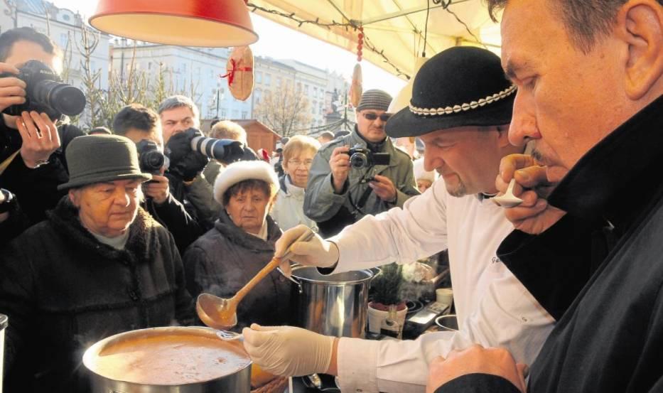 Pysznych zup można spróbować na Festiwalu  Małopolski Smak na Rynku Głównym
