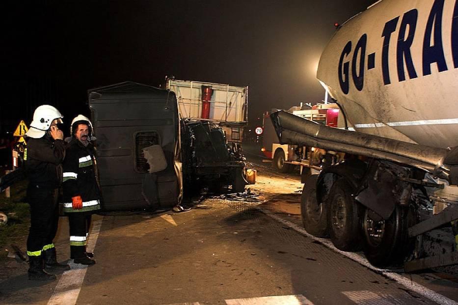 Kierowca Dafa po uwolnieniu z kabiny przez straż pożarną został odwieziony do szpitala