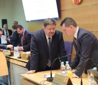 """Sejmik: PiS nie wycofał się z Karty Praw Rodzin, ale zgłosi... """"kompromisowy projekt"""""""