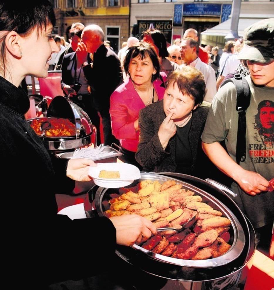 Pyszna kuchnia i uroda dziewcząt urzekają turystów