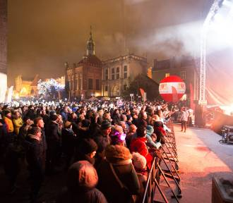 Sylwester na Targu Węglowym w Gdańsku. Pokaz laserów i muzyka ze sceny. Tak witaliśmy Nowy Rok 2019!