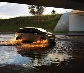 Tarnów. Przejazd pod wiaduktem na ulicy Gumniskiej znowu zalany [ZDJĘCIA]