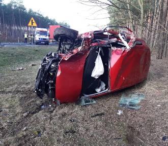 Groźnie wyglądający wypadek na drodze krajowej między Brzózką a Wężyskami