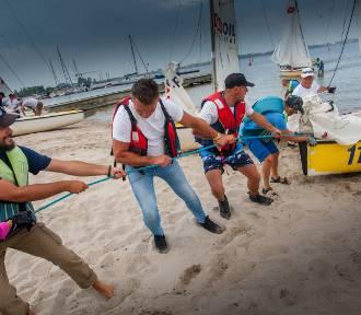 Mamy żeglarskie podium dziennikarskich regat na Zatoce Puckiej | ZDJĘCIA