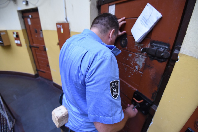 Areszt w Toruniu przepełniony? Jakie są warunki i koszty pobytu?