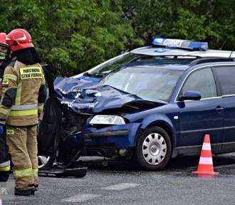 Dolny Śląsk. Zderzenie dwóch samochodów, 4 osoby w szpitalu! [ZDJĘCIA]