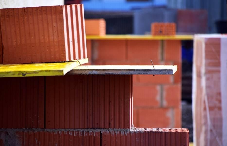 Mimo planowanej cyfryzacji papierowe dzienniki budowy nie odejdą do lamusa – inwestor wciąż będzie miał wybór