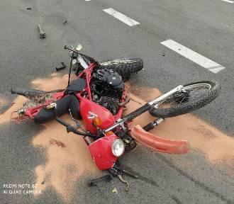 Motocyklista zderzył się z tirem. 18-latek trafił do szpitala