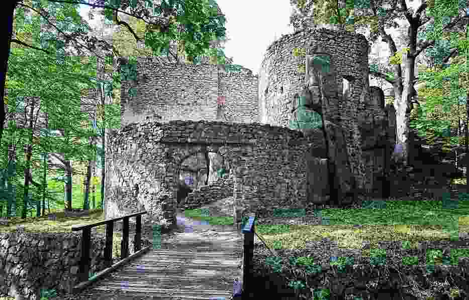 Dziś zamek Bolczów to ruiny, lecz jeszcze do czasów wojny było tu schronisko górskie