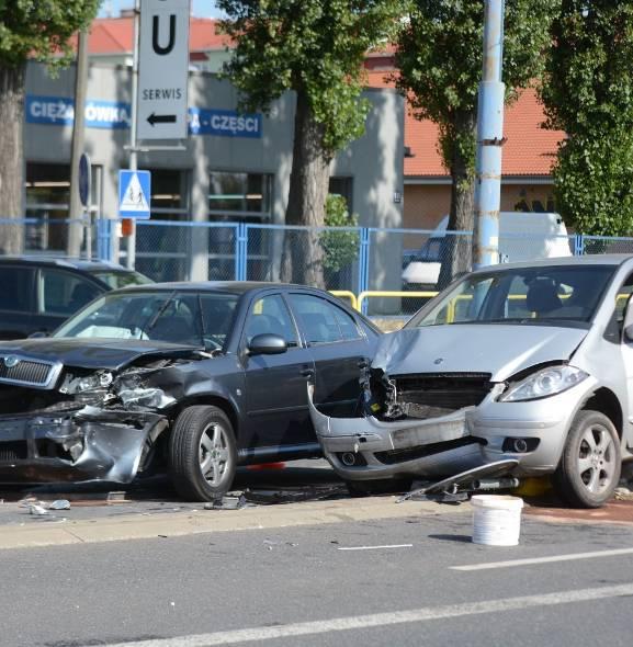 Dwa samochody zderzyły się na ul. Chełmińskiej [wideo, zdjęcia]