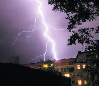 UWAGA. Burza nadciąga nad Dolny Śląsk z Czech. Ostrzeżenie pogodowe