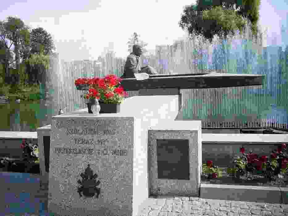 Pomnik Jana Pawła II w ZbąszyniuFot